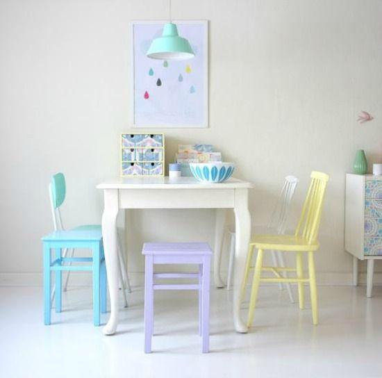 Eetkamer pastel | Source : http://eenigwonen.nl/kleurig-pasteltinten/