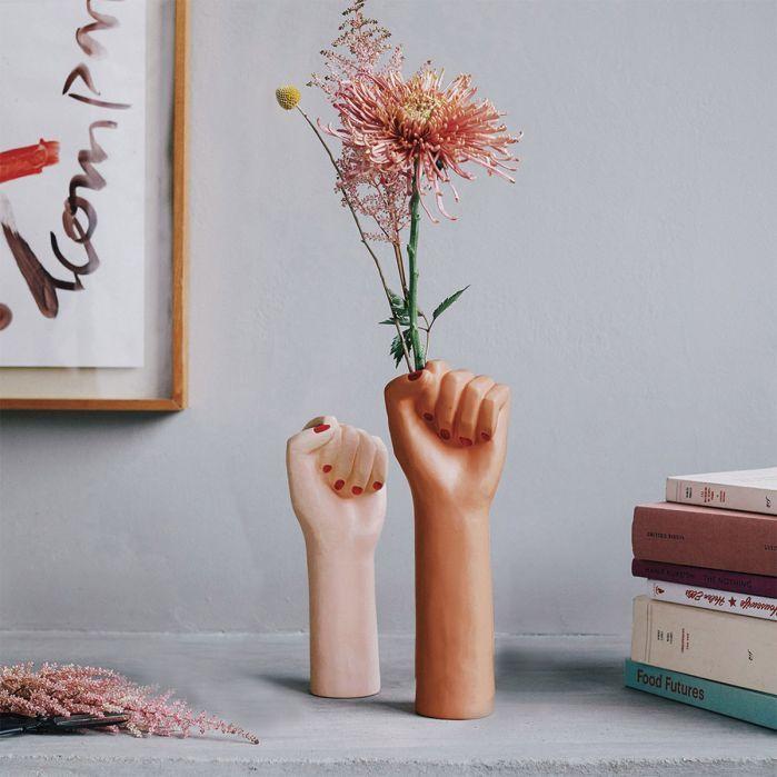 power girl vase – Want!