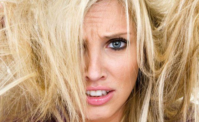 Blogueira da Folha especializada em beleza, Heloísa Negrão, aproveitou a crise hídrica e ouviu especialistas para saber como mulheres podem se virar para lavar o cabelo sem água.