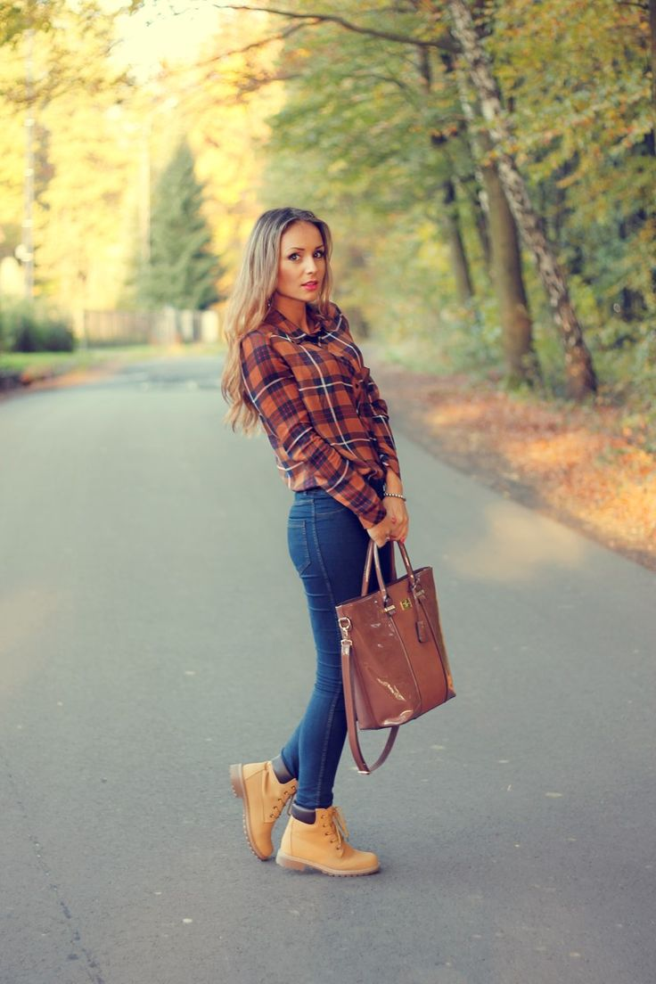 Joanna Kocierz absolutely rocks the classic lumberjack style here, pairing a check shirt with jeans and Timberlands. This look is a must-try for anyone wanting to achieve those cool, casual winter vibes. Blouse: Pull&Bear, Jeans: Paulo Connerti, Shoes: Stylowebuty.pl, Handbag: Handbags David jones.net.                                                                                                                                                     More