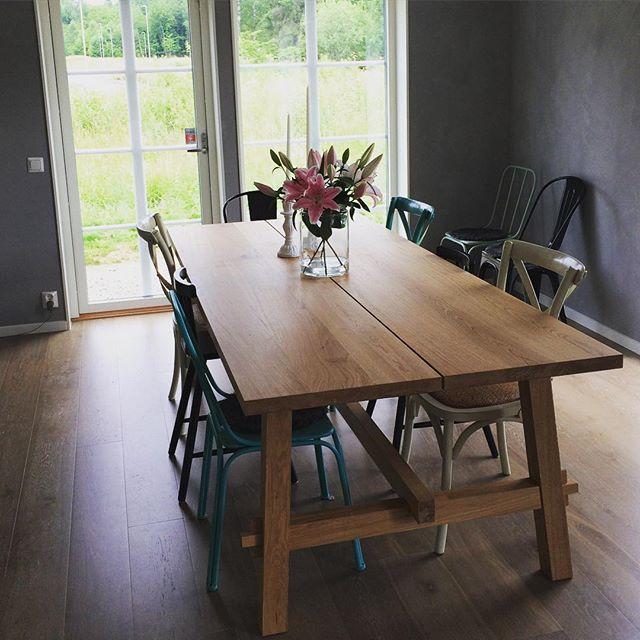 Ikea esstisch m ckelby i vollholz eiche esstischgruppe for Design esstisch vollholz
