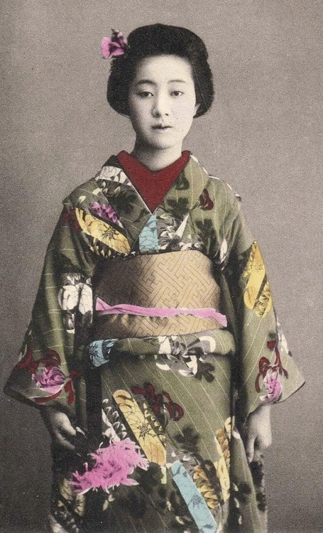 Portrait of woman in kimono. Hand-colored photo, about 1900, Japan. Photographer unknown