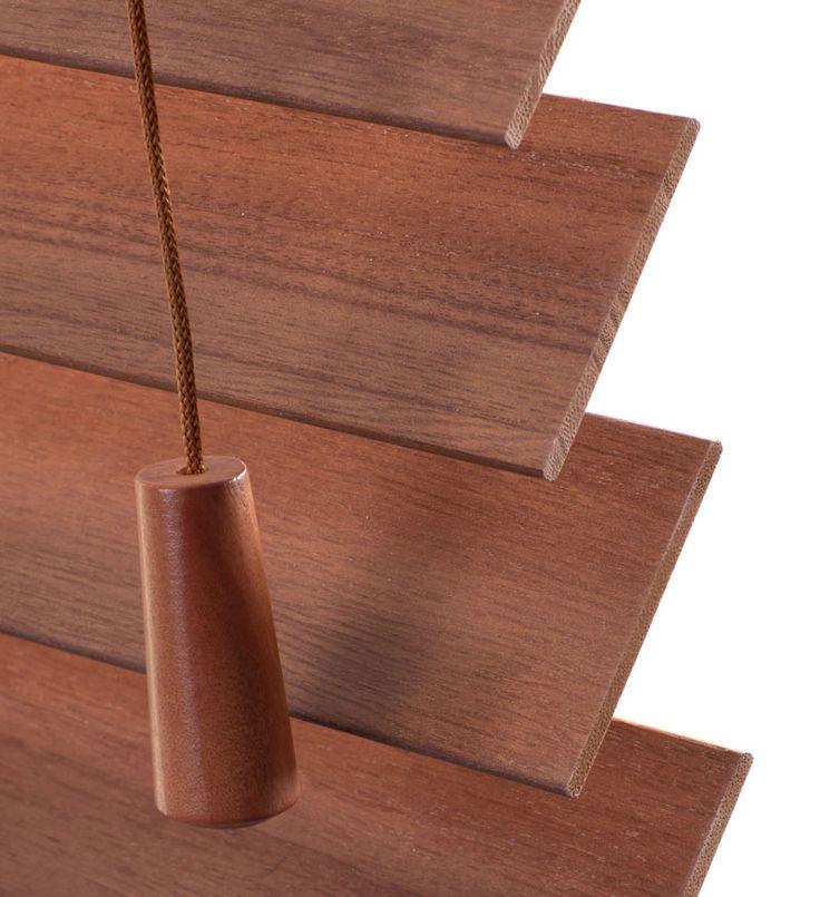 Jaloezie n van hout zorgen voor een landelijke rustieke for Raamdecoratie hout