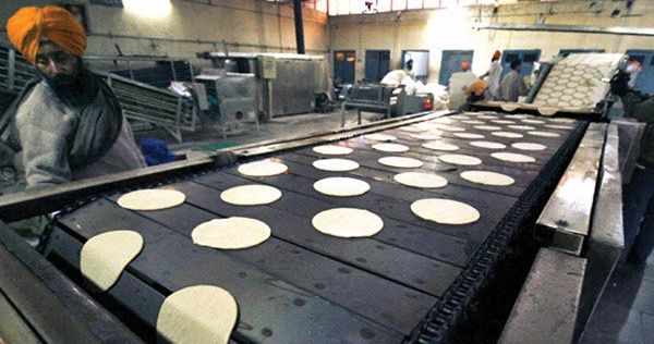 This Is the World's Largest Kitchen Which Makes Around 2 Lac Chapatis Everyday