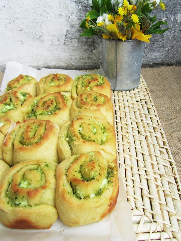 Pesto and cheese rolls