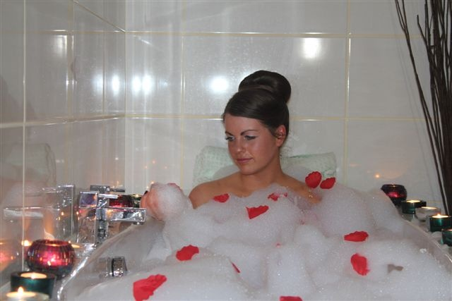 Seascape Spa has an amazing couples package where you can enjoy a romantic candle lit jacuzzi bath