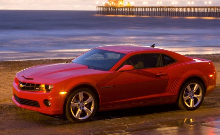 16-dez-12 - Chevrolet CAMARO SS 2013 está à venda no BRASIL(por R$ 203mil).Em relação ao câmbio, o esportivo conta com uma opção automática de seis marchas e, sob o capô, o carro conta com um motor 6.2 V8 de 406 cv, o mesmo do modelo 2012.A gama de cores foi incrementada. Com um tom adicional de laranja, a variedade de opções de pintura do veículo ainda conta com amarelo, branco, preto, vermelho e prata. Esse carro esportivo apresentado no Salão do Automóvel de São Paulo-2012.Foto by…