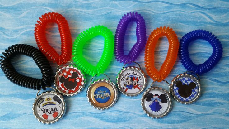 Set of 6 - Fish Extender Wrist Coil Keychain Bracelet - Great cruise gift! 4 Ships to Choose From - Low Flat Rate Shipping to US!  FE Gifts by RoLoGifts2Go on Etsy https://www.etsy.com/listing/243169898/set-of-6-fish-extender-wrist-coil