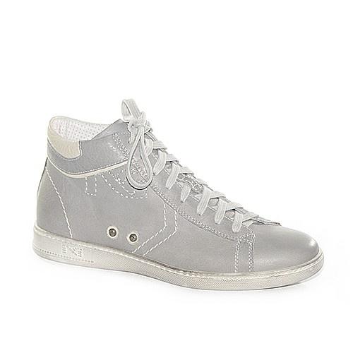 Sneakers in pelle grigia.