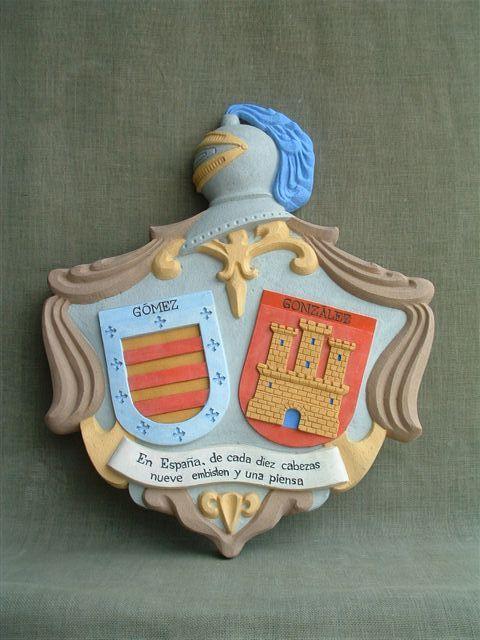 Escudos heráldicos con acabado policromado en tono natural de la piedra