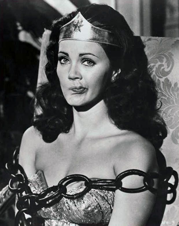 Lynda Carter chained up in ''Wonder Woman'', 1970's. ☚