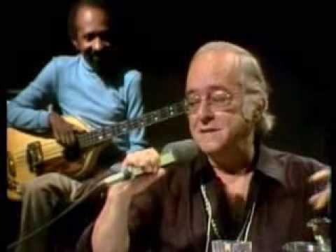 """""""Samba Pra Vinicius"""" (Toquinho)  """"Vai Levando"""" (Chico Buarque) O poeta Vinicius de Moraes canta"""