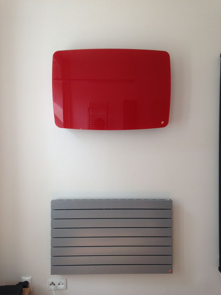 Crystal Line Round: Stylish glass radiator. Designer radiator with glass with round shapes.Vanilla, chilli red, black night or a grass green colour? These are the colours that your design Crystal Line radiator can be. Luxury room radiator. Delivery: 6 weeks.