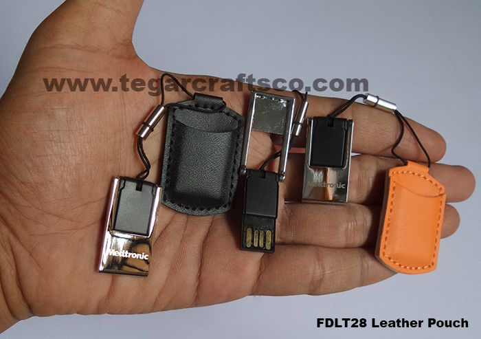 USB flashdisk FDLT28 / 6301 16GB Leather Pouch. Size: 4.3 x 2.7 x 6.5cm. Available on four colors, black, orange, white and purple. Its a mini-sized USB flashdrive with a maximum capacity. .