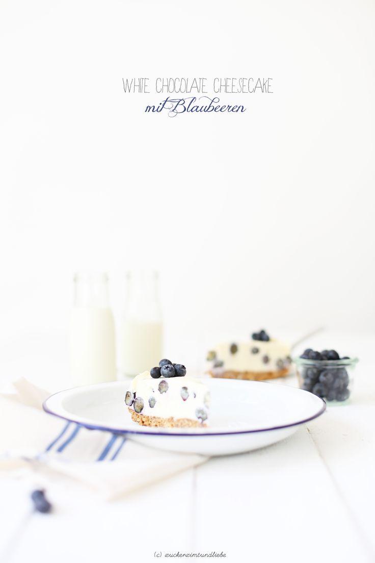 Blaubeer-Käsekuchen mit weißer Schokolade - wenn bis Mo noch was übrig ist, bring ich's mit ins Büro :-)