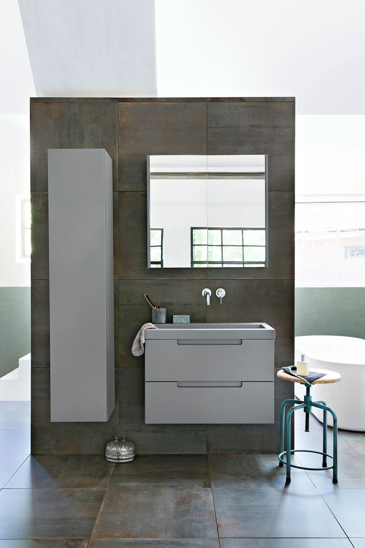 Gray bathroom furniture with square mirror and notable crane | Photographer Jansje Klazinga | Styling Frans Uyterlinde | vtwonen catalog autumn 2015 | #vtwonencollectie
