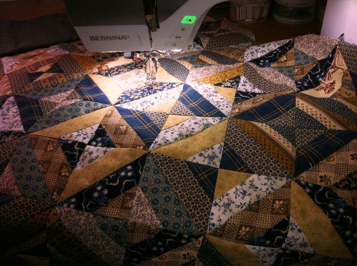 Wat voor een voetje gebruik ik voor patchwork?   Zelf doe ik mijn patchwork graag met patchworkvoetje 37 D, maar nog liever met patchworkvoetje 97 D. Wat is het verschil?         Voetje 37D is een patchworkvoetje, als je naald in het middenstaat en de buitenrand van het voetje wordt aangehouden, wordt het naadje precies 1/4 inch ofwel 6 mm breed. Maar er is eventueel ook de mogeli ...