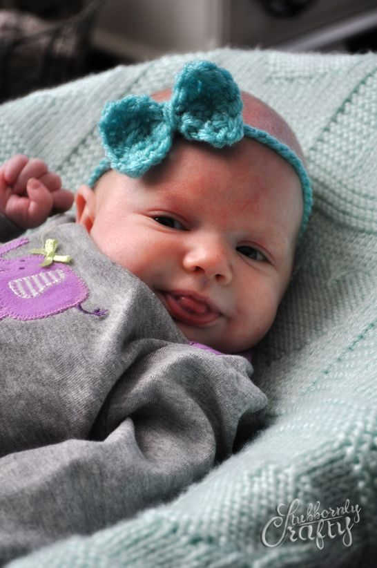 Cute free pattern for a crocheted baby bow headband that won't squeeze her head.