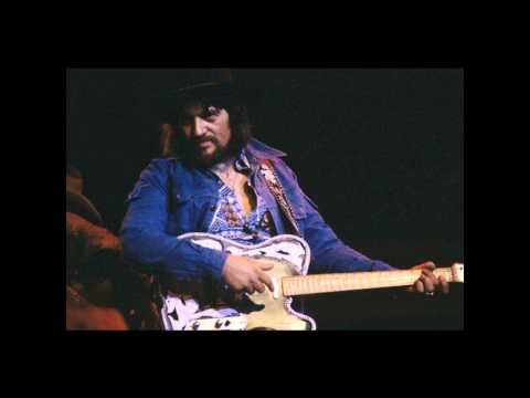 WAYLON JENNINGS Lonesome On'ry And Mean - YouTube