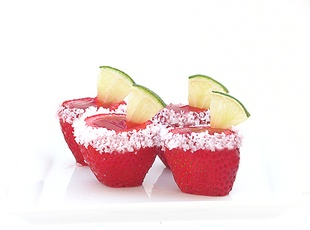 Strawberry margarita jello shot #recipe! These are the cutest!