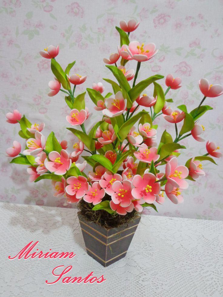 RAMO DE FLORES HECHAS EN FOAMI Arranjo com Flores de Pessegueira em Eva sem Frisador