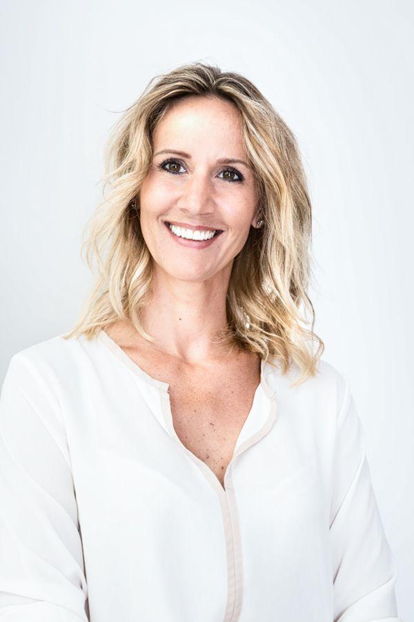 Kein Standard Friseurbesuch! Carola ist Hairstylistin im 1. Bezirk Wiens. Stadtbekannt für Spliss-Cut, Balayage Techniken, Olaplex Treatments uvm...