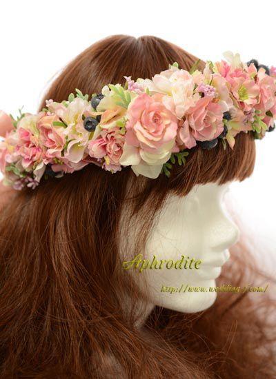 極淡Pドレスに合わせた花冠「淡ピンク+黒実」