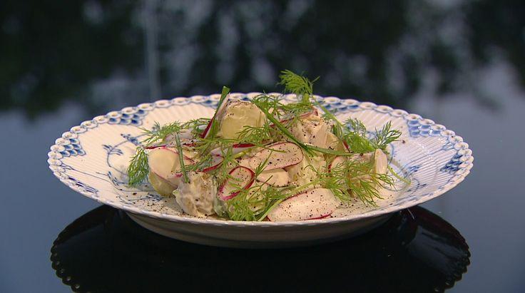 Kartoffelsalat med radiser, friske ærter og sennepsdressing