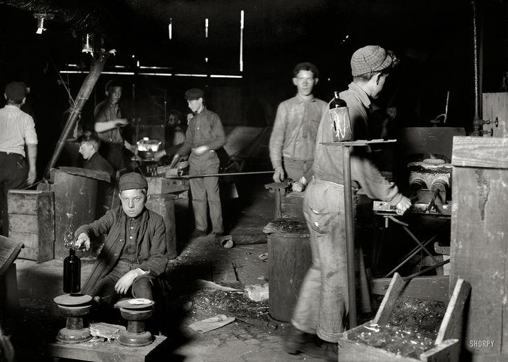bottle boy | november 1909 wheaton glass works, millville new jersey | foto: lewis wickes hine