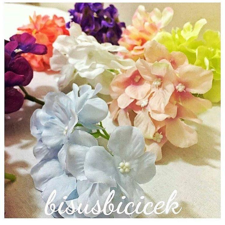 Stoklarda ❤️❤️ 12dallı ortanca  Adet 5 TL Renkler; kırmızı, beyaz,mavi,lila, koyu lila mor,bordo,somon,yesil,krem-pempe  #bisusbicicek#süs#çiçek#nişan#düğün#hediyelik#organizasyon#kreatif#babyshower#düğün#nişan#kına#isteme#bebekodasısüsleme#süslememalzeme#ortanca#gelinçiçeği#gelinbuketi#paspas#peçetehalkası#yapayçiçek#hastaneodasisusleme#lohusatacı#mevlüttacı http://turkrazzi.com/ipost/1523783606785721716/?code=BUlkR31BsV0