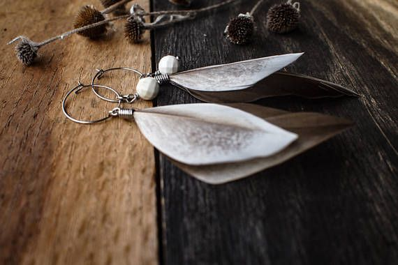 )))))Smokey Plumes((((( This set of earrings are made with collected Smokey grey and white Rouen duck feathers. One faceted white howlite bead nest within the feathers. The hoops are made of hypoallergenic stainless steel and measure 2 cm. The length of the earrings are about