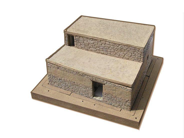 Realització d'una maqueta didàctica interactiva que permet seguir, a partir de la informació arqueològica, l'evolució d'una construcció ibèrica real de la ciutadella de Calafell. Els alumnes de primària i secundària, a partir de la manipulació de la maqueta, poden entendre com es genera un jaciment arqueològic, i també com excaven els arqueòlegs. El conjunt suposa
