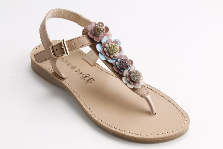 I ricercatissimi sandali Florens, nessun dettaglio lasciato al caso. #sandals #springsummer #fashion #girlsclothing #shopping #fashionicon #madeinitaly #artigianalità
