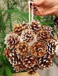 Resultado de imagen para adornos navideños con piñas de pino