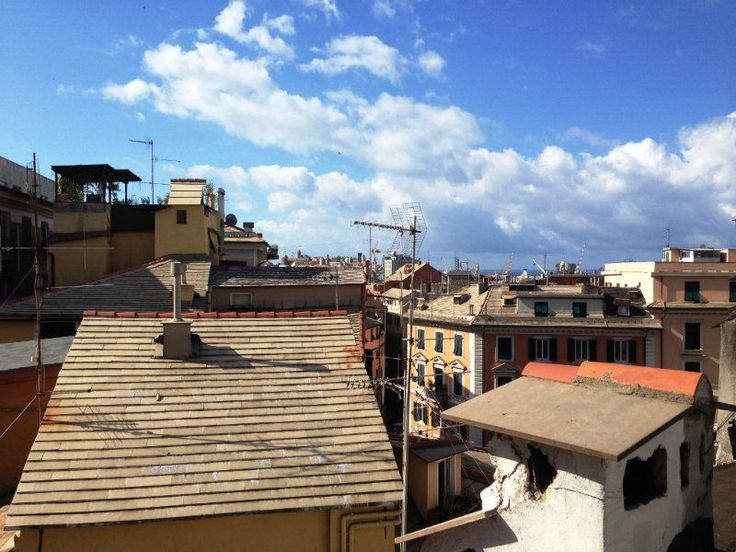 Il Carmine visto dall'alto. Questa è la vista che ci offre un terrazzino di un appartamento del nostro quartiere