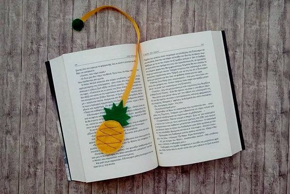 Felt bookmark in a cute pineapple shape....  Ideal for teachers gifts  color yellow/green  note**Every item is unique, so might be some differences from the pictures