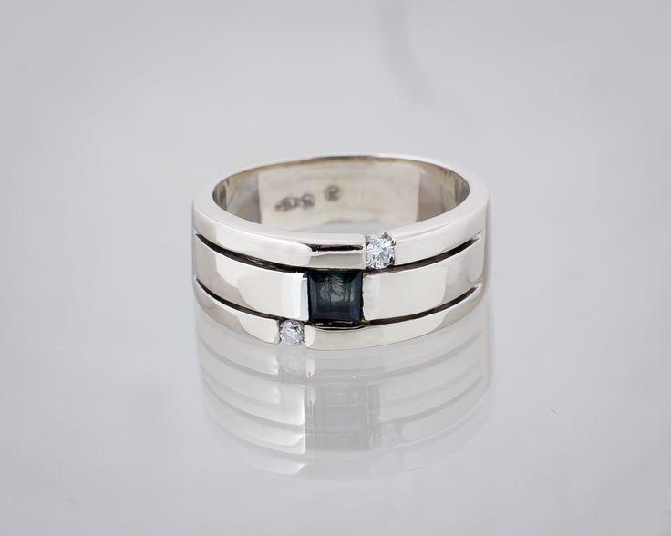 Ktoś chętny na taką obrączkę? 2600zł  #obrączka #obrączkazkamieniami #diamenty #złoto #ślub #ślubneinspiracje #ślubneobrączki