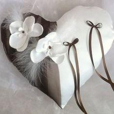 Coussin coeur porte alliances ,mariage, blanc(ou ivoire)et marron