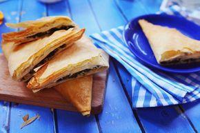 Spenótos és fetás pite, egy hatalmas csokor zöldfűszerrel felturbózva.
