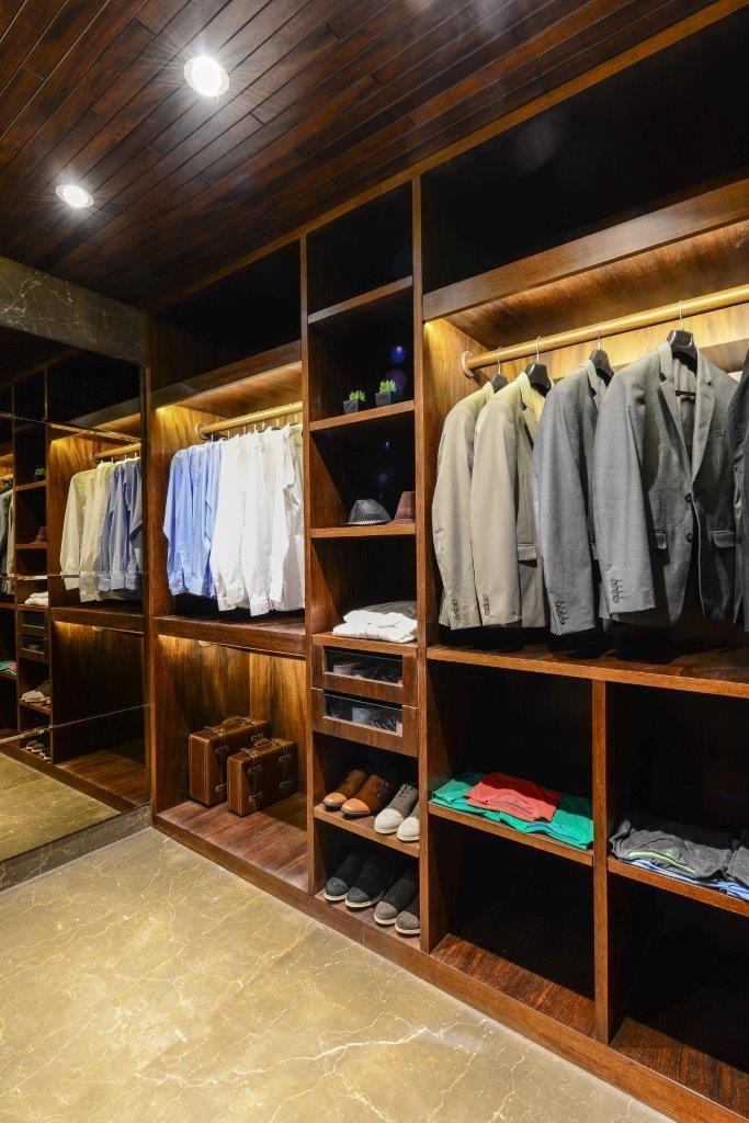# walk-in wardrobe @ Supreme Amadore, Baner. Pune. A 3 & 4 Bedroom Opulent Suites project by Supreme Landmarks, Pune.