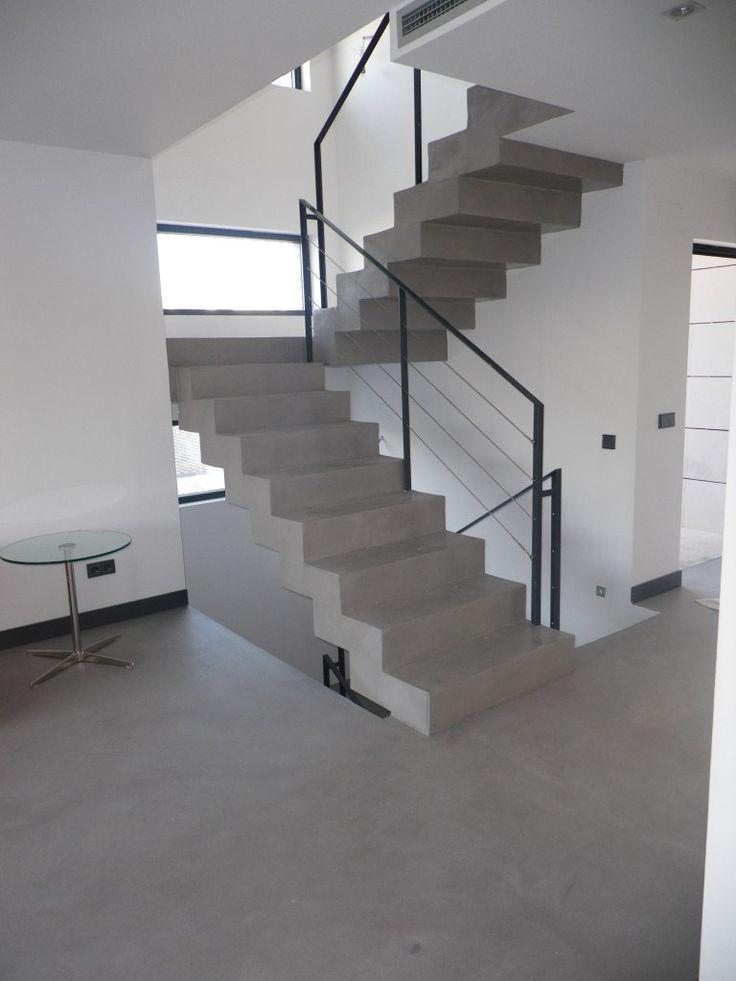 el en escaleras es un buen recurso decorativo con en el mismo color