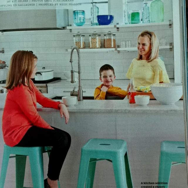 Turquoise tolix stools in white kitchen via Better Homes and GardensTurquoise Tolix, Tolix Stools, Style Pinboard, White Kitchens