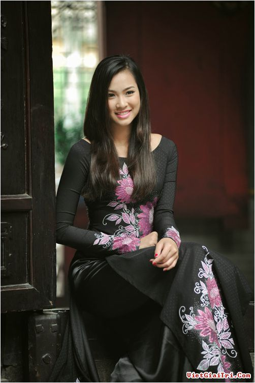 1573 best womens fashion images on pinterest asian woman ao dai ngm vng thu phng i vn cnh cha ccuart Image collections
