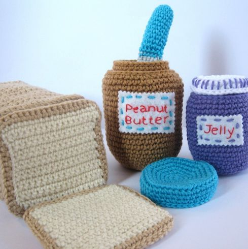 crochet play food  .. Yes.. the kids need this !!!  @laurissgallardo