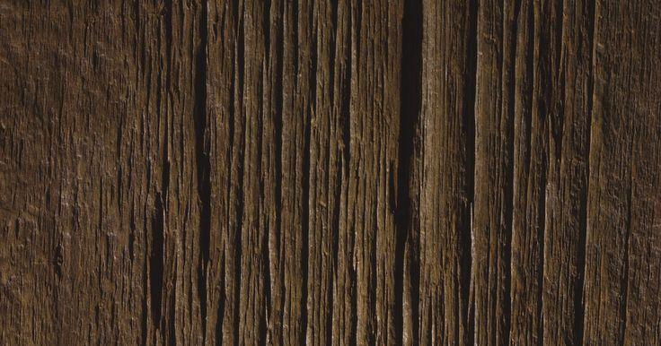 ¿Cómo ajustar un cepillo para madera?. Un cepillo es una herramienta de mano utilizada en la madera para crear una superficie lisa y plana sobre un trozo de madera. Se puede utilizar para giros rectos y arcos en madera. Para utilizar un cepillo de madera, deberás instalarlo y ajustarlo correctamente. El objetivo es que el cepillo de madera corte capas delgadas y uniformes con cada paso ...