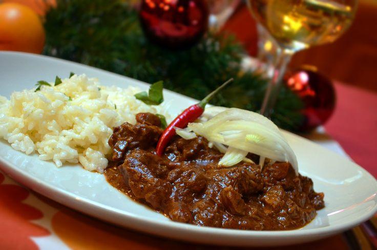 Maďarský guláš s rýží /  Hungarian goulash with rice