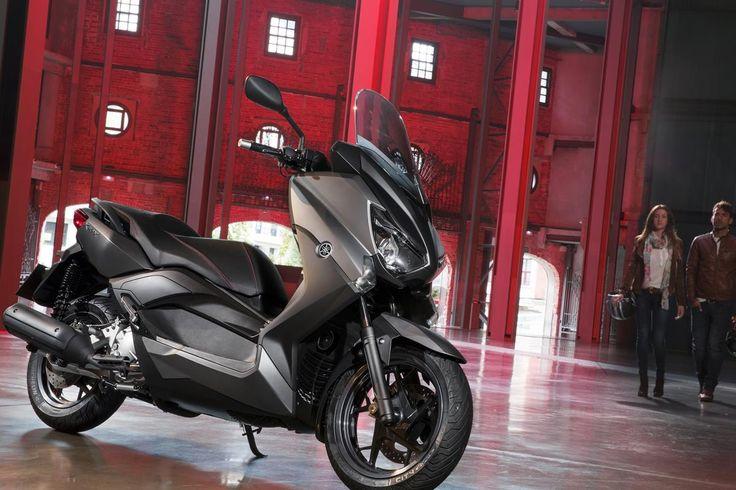 Sportif 250cc scooter X-MAX 250'in aerodinamik gövdesi şık bir görünüm sunar ve rüzgar ve hava koşullarına karşı mükemmel koruma sağlar. #yamaha #yamahatürkiye #scooter #xmax #xmax250