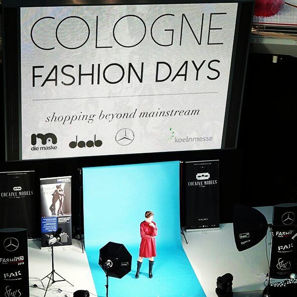 Live on stage!  and fashion photographer @fotografie.oliver / model Helena ... powered by HENSEL on @colognefashiondays 2015  powered by @mercedesbenz #modenschau #shoot #shooting #hensel #catwalk #fashionshow #CFD #colognefashiondays #model #fashion #outfit #instadaily #düsseldorf #köln #berlin #hamburg #münchen #frankfurt #hannover #london #milan #newyork #modelagentur #modelagency #germany #CM #cocainemodels #live by cocaine.models