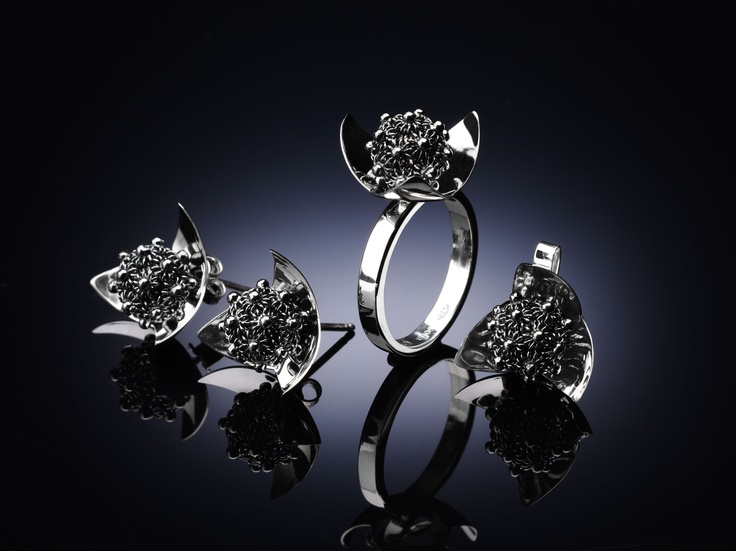 MiniPetalo Rings. A new design for a beautiful woman.