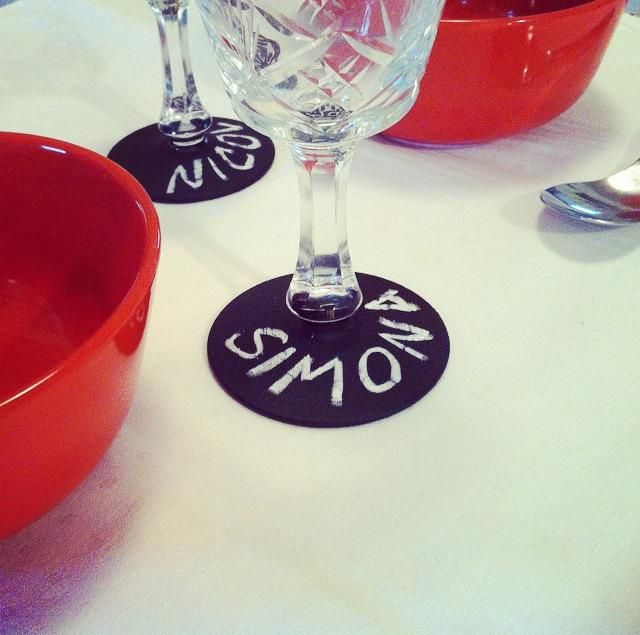 Bicchieri personalizzabili grazie alla base in vernice lavagna! Utili come segnaposto per cene e segnabicchieri per party, happy hour, welcome cocktail e inaugurazioni. Una nuova idea dell'officina creativa di ZOko.